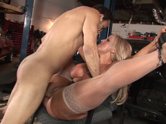 A curvy blonde handles a cock by pulling it really well in the garage