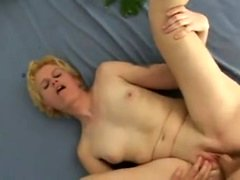 Mature lady is sucking a dick for anal sex