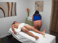 Curvy Latina chick pleases client for extra tip