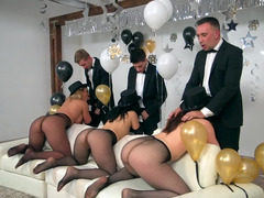 Three porn divas and three males in an amazing orgy