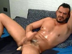Hunk smooth dude wanking