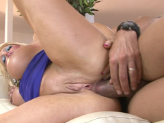Pornstar wants to get all her gaps drilled properly