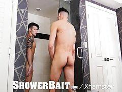 ShowerBait - Stud takes 9 inches in the Shower