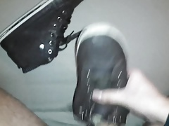 Sneaker der Freundin gefickt