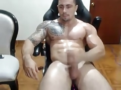 Bodybuilder cumshot webcam