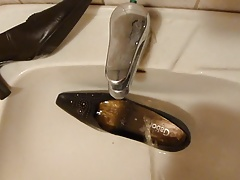 Piss in wifes brown classic pump