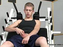 Twink Gays Enjoy Oral Sex In A Gym