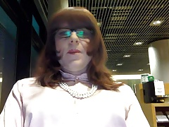 I'm waiting for my flight in the business lounge.