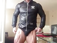 BULGARIAN BODYBUILDER ESCORT FLEXING BULGE
