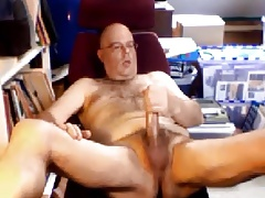 Hot daddy bear with long dick wanking
