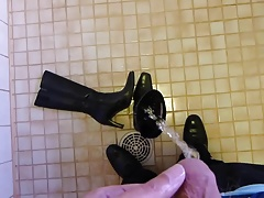 Piss in wifes high heeled leather boot