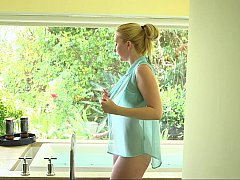 Tussi, Schlafzimmer, Blondine, Blasen, Vollbusig, Natürlich, Natürlichen titten, Titten