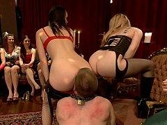 Domination, Femelle, Femme dominatrice, 2 femmes 1 homme, Groupe, Mère que j'aimerais baiser, Maîtresse, Mouillée