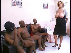 Cougar en GB black ! Squirt et nichons enormes !!! French