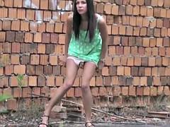 Femme dominatrice, De plein air, Pisser, Public, Adolescente