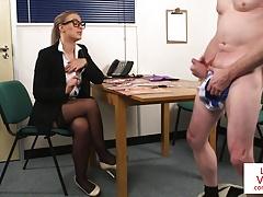 Britannique, Homme nu et filles habillées, Femme dominatrice, Hd, Voyeur