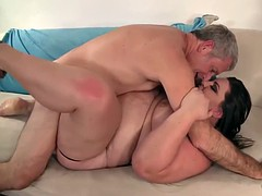 Fat Bella Bendz gets her pussy pounded so deep