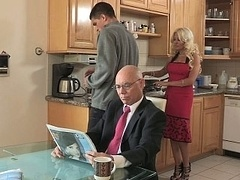 Cheating hot stepmom has an intercourse for lunch