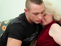 Hd, Mature, Mère que j'aimerais baiser, Maman, Seins flasques, Jarretelles