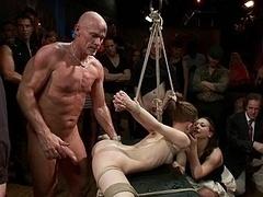 Bondage discipline sadomasochisme, Bruinharig, Flexibiel, Onschuldig, Orgie, Openbaar, Slaaf, Vastgebonden