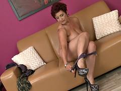 Mature Lady Uses Dildo