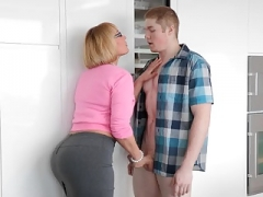PAWG Girlfriend's Mom Handjob