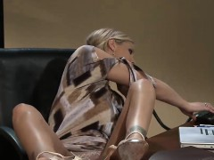 Two incredibly hot babes have some fun