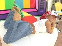 Nicole Aniston has a nice white bum