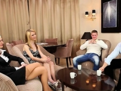 Bisexuelle, Blonde, Sucer une bite, Branlette thaïlandaise