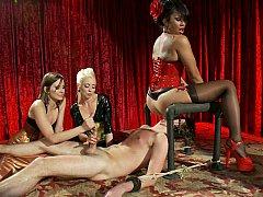 着衣女と全裸男, 顔面騎乗, 女, フェムドム, グループ, 手コキする, 愛人, ストッキング