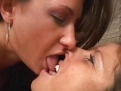Lesbo Kissing