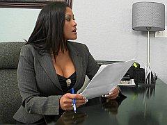 Grosse titten, Braunhaarige, Milf, Büro, Sich ausziehen