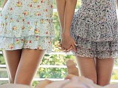 18 ans, Blonde, Brunette brune, Innocente, Petite femme, Maigrichonne, Adolescente, Plan cul à trois