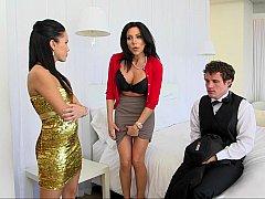 Gros seins, Brunette brune, Attrapée, 2 femmes 1 homme, Groupe, Maman, Adolescente, Plan cul à trois