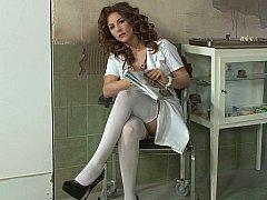 デカパイ, 医者, ヨーロピアン, 下着, 看護婦, 赤毛, ストッキング, スカートのぞき