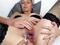 Mature unshaved pussy of granny Linda explored up close