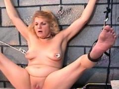 Dilettante bondage with undressed beautiful babe