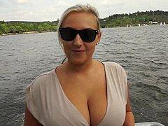 Grote mammen, Blond, Rondborstig, Europees, Natuurlijk, Natuurlijke tieten, Buiten, Realiteit