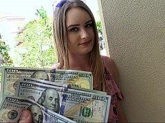 Amerikanisch, Flashen, Geld, Im freien, Pov, Öffentlich, Muschi, Jungendliche (18+)