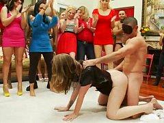 Любители, Блондинки, Одетые девушки голые парни, Группа, Секс без цензуры, Домохозяйки, На публике, Застенчивая
