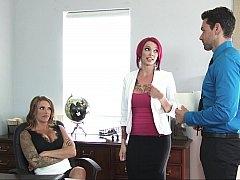 アメリカ人, 女 人男 人, グループ, 淫乱熟女, オフィス, 馬乗り, タトゥー, 三人