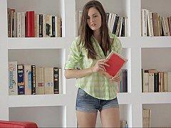 18 ans, Brunette brune, Culottes ou slips, Petite femme, Maigrichonne, Se déshabiller, Étudiant, Nénés