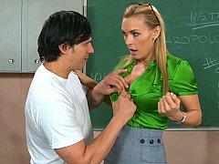 Grosse titten, Blondine, Blasen, Milf, Büro, Strümpfe, Sich ausziehen, Lehrer
