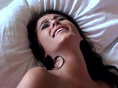 Chambre à dormir, Brunette brune, Plantureuse, Éjaculation interne, Tir de sperme, Petite amie, Fait maison, Réalité