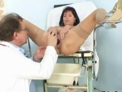 Hot mom i`d like to fuck gets her nice vag examined