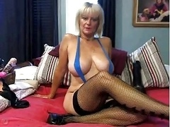 Hot Mom i`d like to fuck Masturbates With a Huge Dildo's