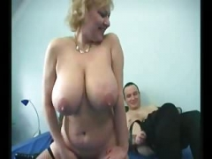 デカパイ, ドイツ人, お婆さん, 垂れ乳, ストッキング