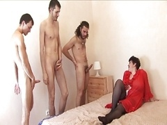 German mom with 4 dudes