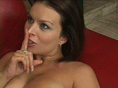 Gros seins, Brunette brune, Tir de sperme, Grossier, Faciale, Hard, Femme au foyer, Maman