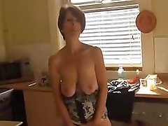 Old Soccer mom strips down and plays with her twat using fingers